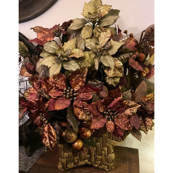❌Removed 12/13-Lg Poinsettia Christmas Arrangement